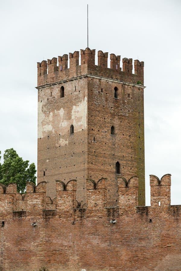 Torre de la fortaleza de Castelvecchio en Verona, imagen de archivo libre de regalías