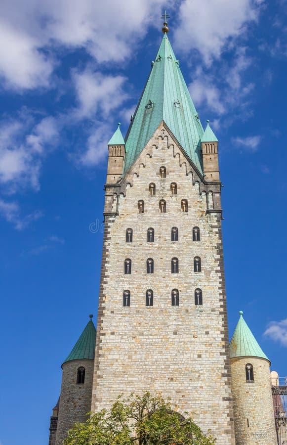 Torre de la iglesia de los Dom de Paderborn imagen de archivo libre de regalías