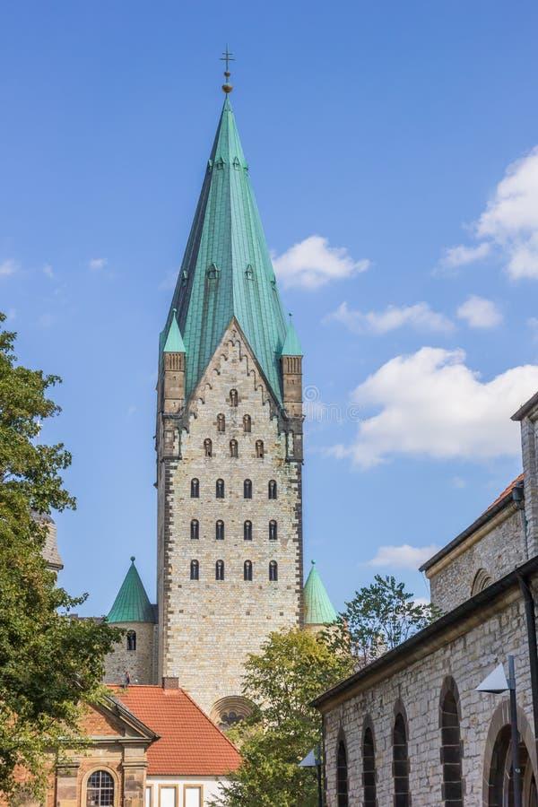 Torre de la iglesia de los Dom de Paderborn foto de archivo