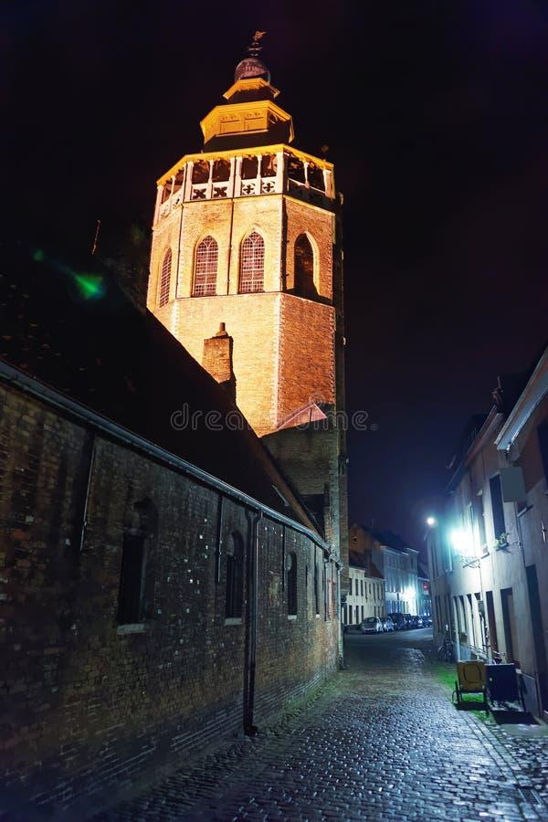 Torre de la iglesia de Jerusalén en la ciudad vieja medieval de Brujas imagenes de archivo