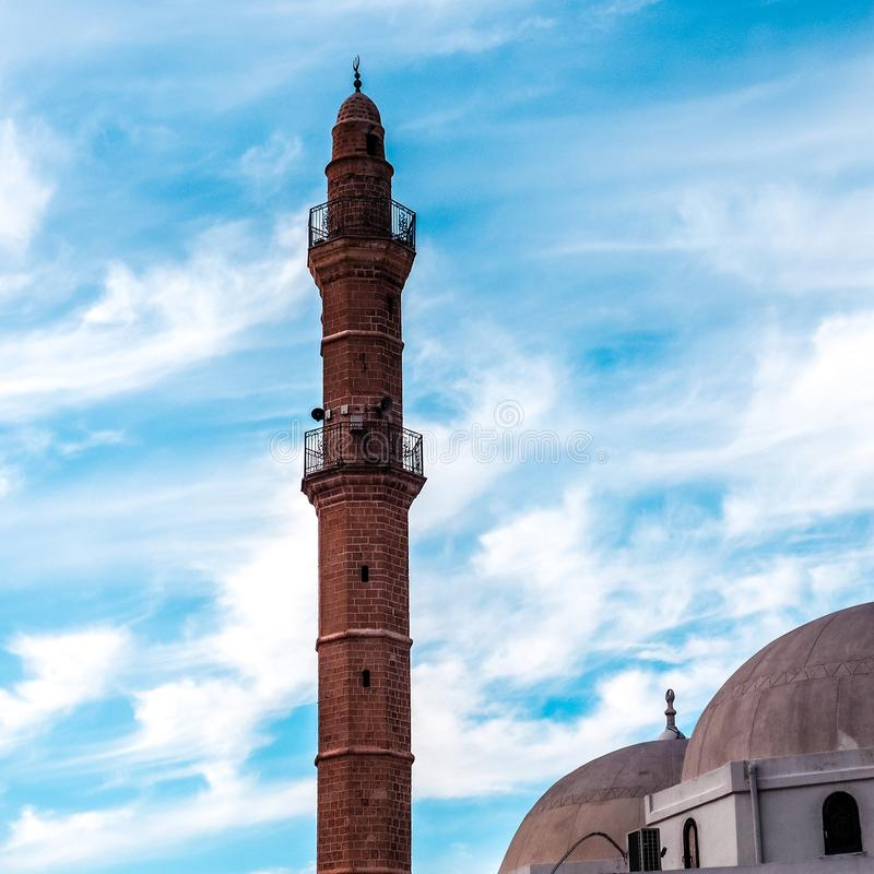 Torre de la mezquita de Bahr o de la mezquita del mar en la ciudad vieja de Jaffa, Israel Es la mezquita extant más vieja de Jaff fotografía de archivo libre de regalías