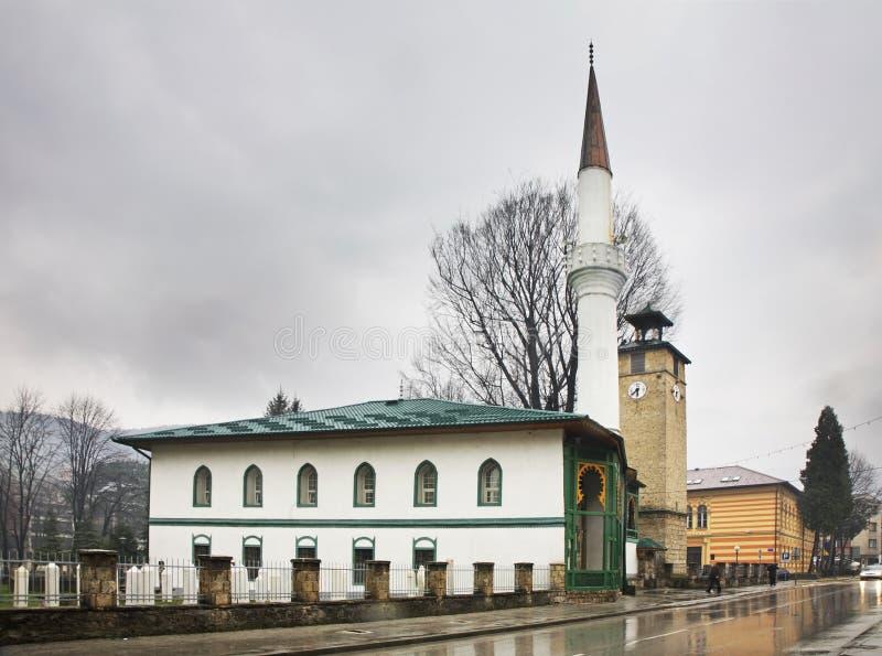 Torre de la mezquita y de reloj en Travnik Bosnia y Hercegovina imagen de archivo