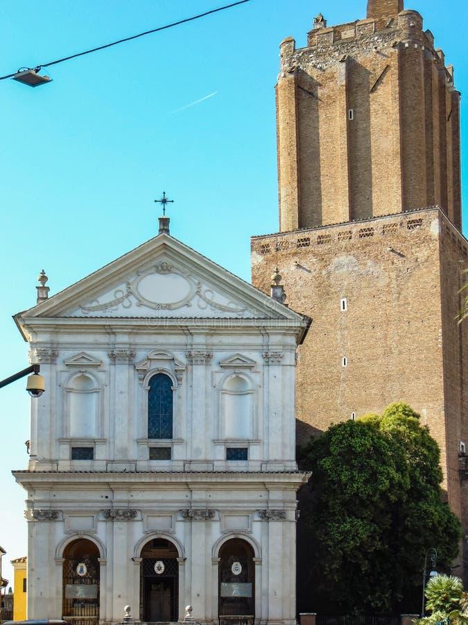 Torre de la milicia y catedral militar de Santa Caterina da Siena foto de archivo