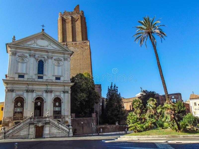 Torre de la milicia y catedral militar de Santa Caterina da Siena imagen de archivo libre de regalías