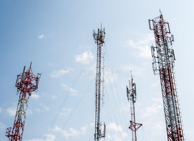 Torre de la telecomunicación fotos de archivo