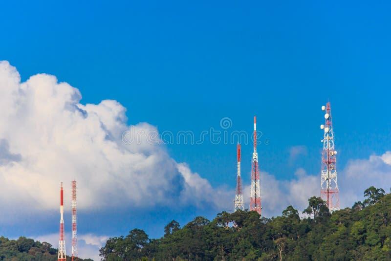 Torre de la telecomunicación imagen de archivo