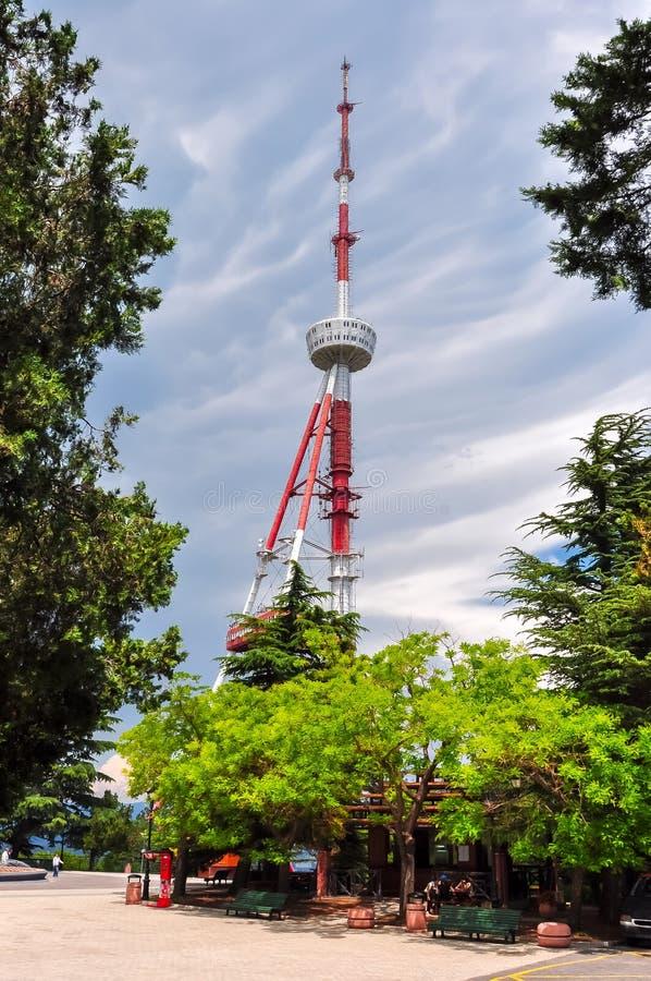 Torre de la televisión en la montaña de Mtatsminda en Tbilisi, Georgia imágenes de archivo libres de regalías