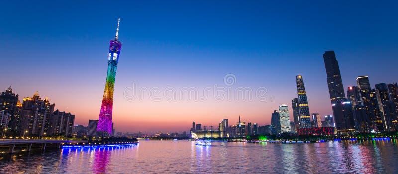 Torre de la torre o del cantón de Guangzhou, formalmente Guangzhou torre astronómica y de visita turística de excursión de la TV foto de archivo libre de regalías