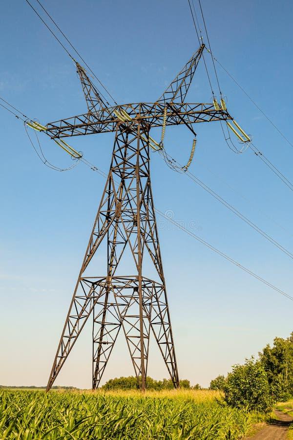 Torre de la transmisión de energía Soporte de línea eléctrica de alta tensión de aire foto de archivo