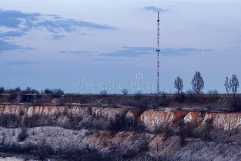 Torre de la TV en el soporte Karachun Slavyansk, Ucrania imágenes de archivo libres de regalías