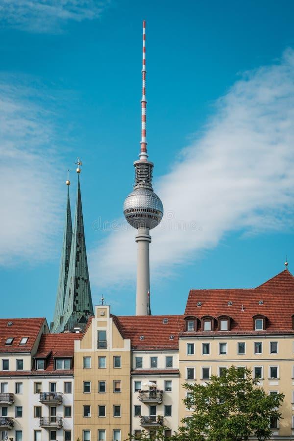 Torre de la TV/Fernsehturm, la mayoría de la señal famosa en Berlín, Alemania imagen de archivo libre de regalías