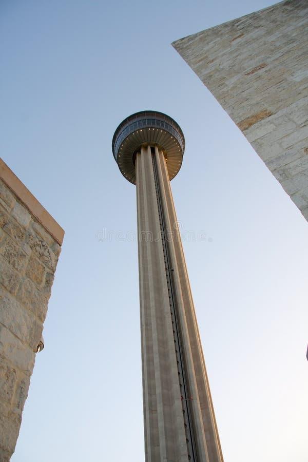 Torre de las Américas en puesta del sol imagenes de archivo