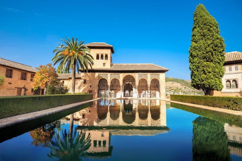 Torre de Las Damas在阿尔罕布拉宫 安大路西亚格拉纳达西班牙 图库摄影