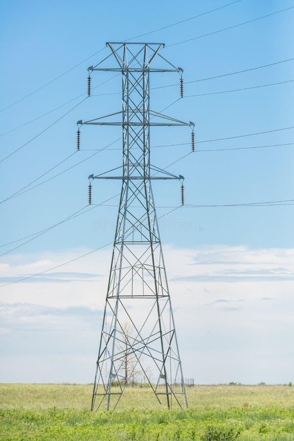 Torre de las líneas eléctricas foto de archivo libre de regalías