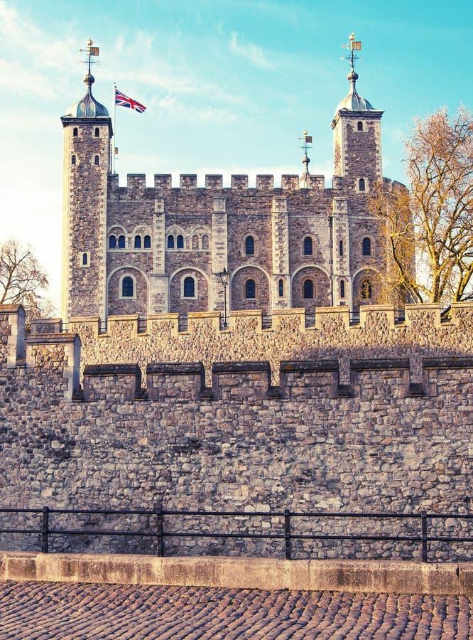 Torre de Londres (comenzado 1078), de la fortaleza, del castillo, de la prisión y de la casa viejos de joyas de la corona foto de archivo