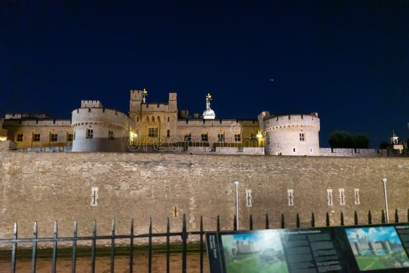 Torre de Londres na noite, Inglaterra, Reino Unido fotos de stock royalty free