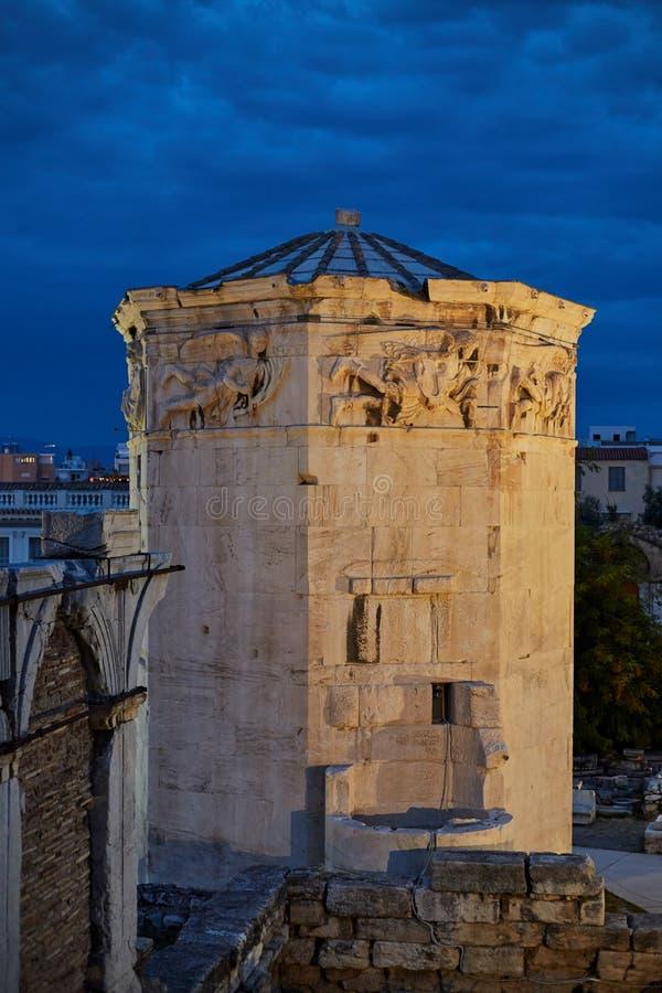 Torre de los vientos en la ciudad antigua de Atenas imagenes de archivo
