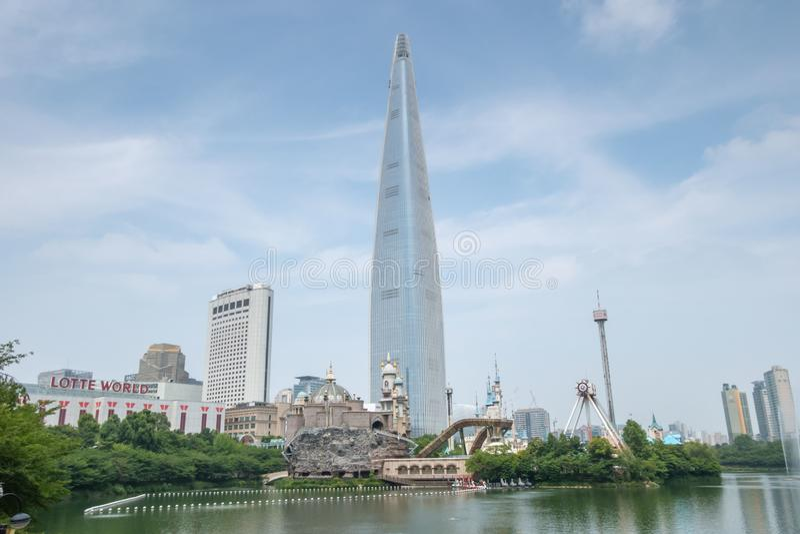 Torre de Lotte em Seoul fotografia de stock