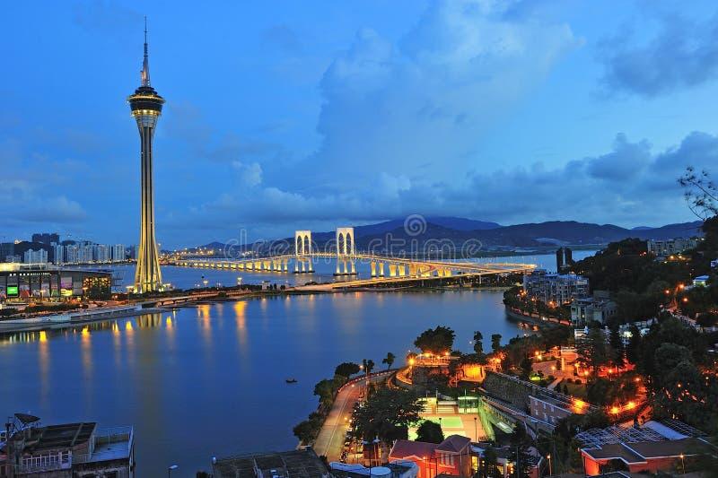 Torre de Macau sob o céu azul no crepúsculo fotografia de stock royalty free