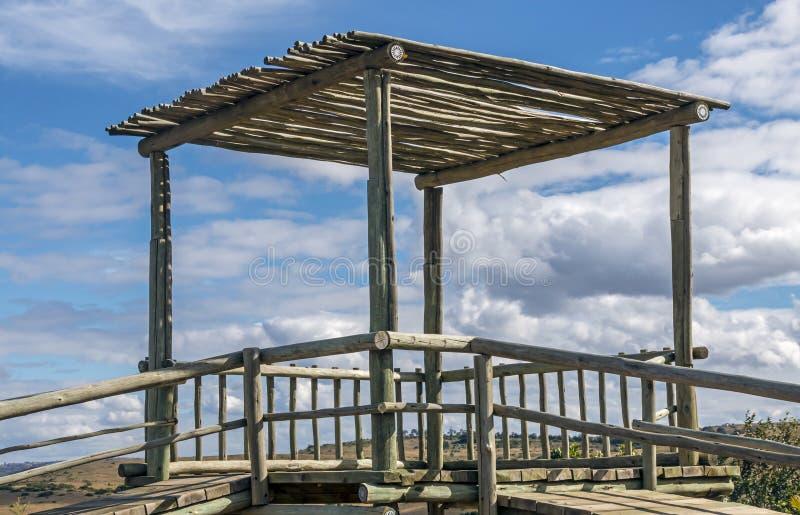 Torre de madeira de Emply Polo no Gym de selva do Jecreational das crianças imagem de stock