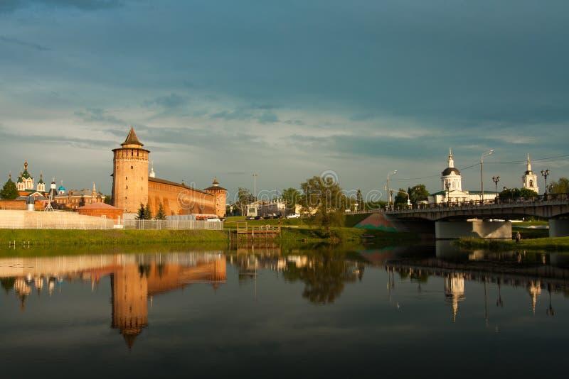 Torre de Marinkin del Kremlin y de la iglesia de Michael Archangel In Kol imagenes de archivo