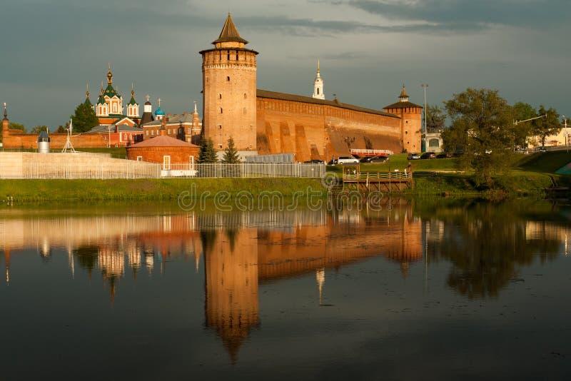 Torre de Marinkin del Kremlin y de la iglesia de Michael Archangel In Kol fotografía de archivo