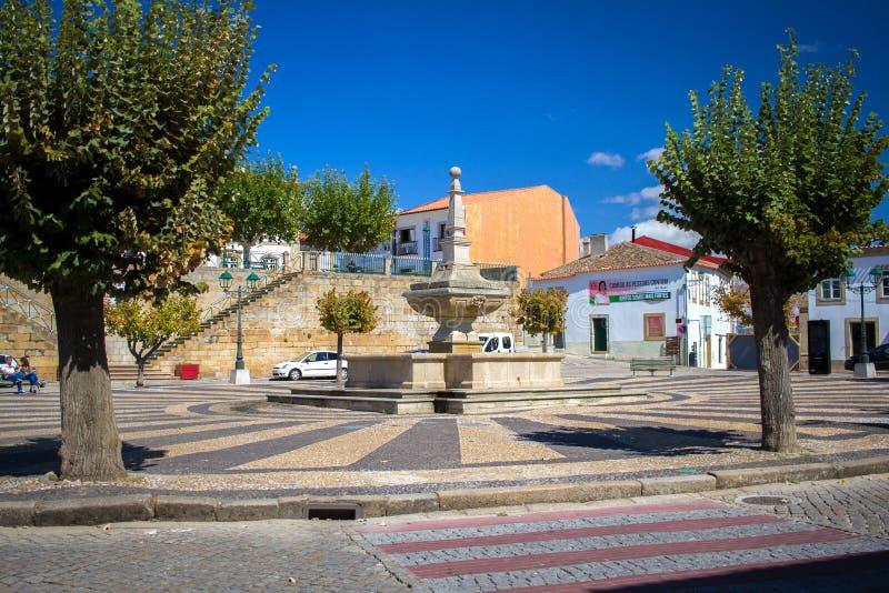 Torre de Moncorvo, PORTUGAL - 15 septembre 2017 : vue sur la rue photos libres de droits