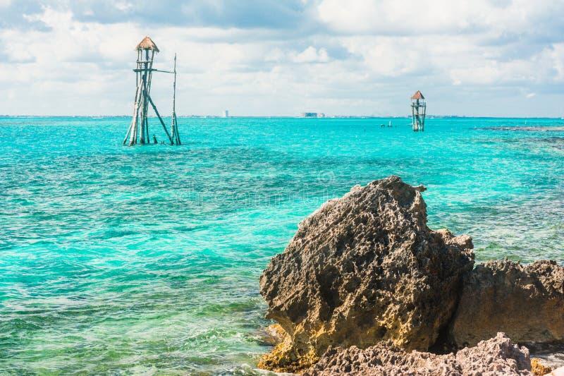 Torre de observação no oceano tropical fotografia de stock royalty free