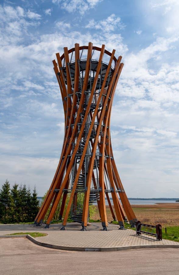 Torre de observación en el parque regional de Meteliai, Lituania fotos de archivo