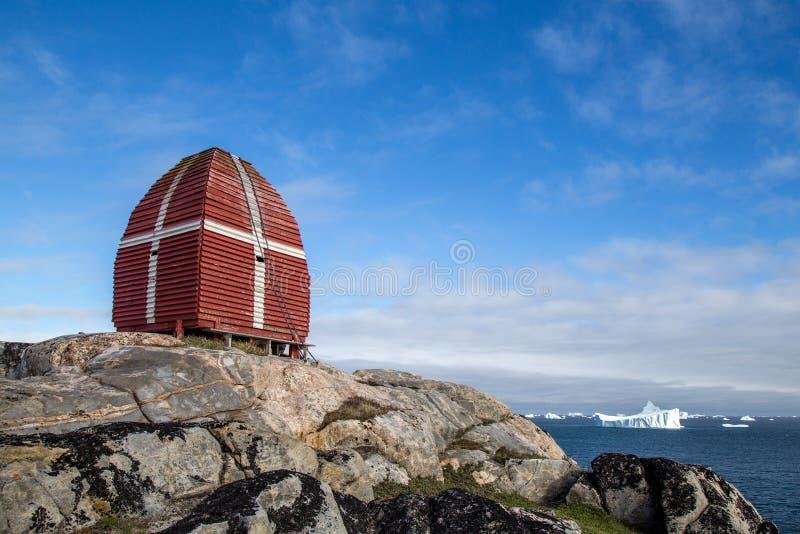 Torre de observación de la ballena en Qeqertarsuaq, Groenlandia imagen de archivo libre de regalías