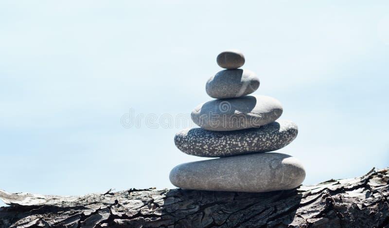 Torre de pedra do seixo foto de stock royalty free