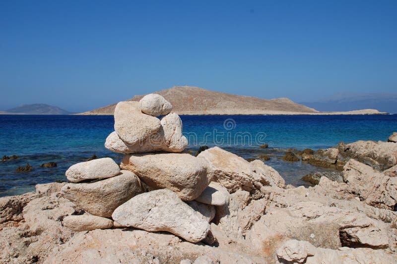 Torre de pedra de Ftenagia, ilha de Halki fotos de stock