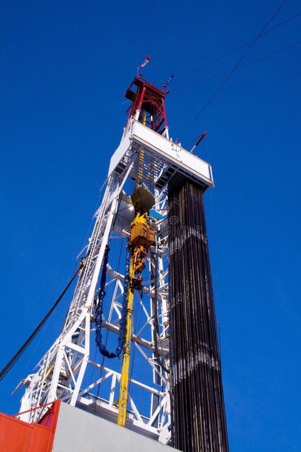 torre de perforación de la plataforma de perforación con el tubo fotos de archivo libres de regalías