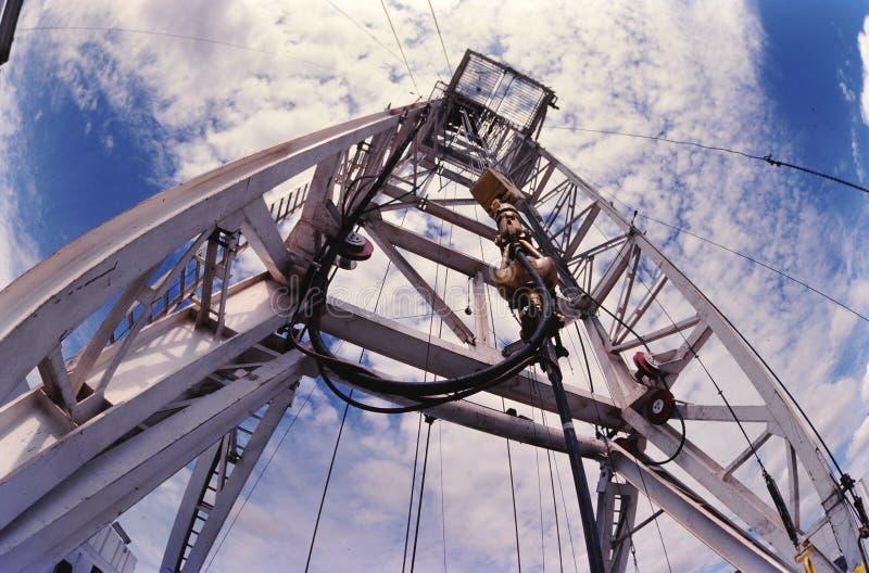 Torre de perforación del pozo de petróleo imagenes de archivo