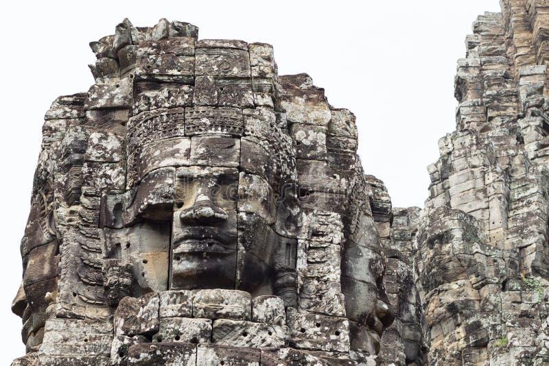 Torre de piedra de la cara del templo budista antiguo Bayon en el complejo de Angkor Wat, Camboya Configuración antigua imagen de archivo libre de regalías