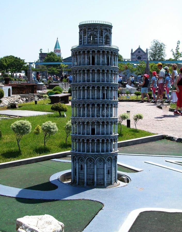 Torre de Pisa en el parque temático 'Italia en la miniatura 'Italia en el miniatura Viserba, Rímini, Italia imagen de archivo