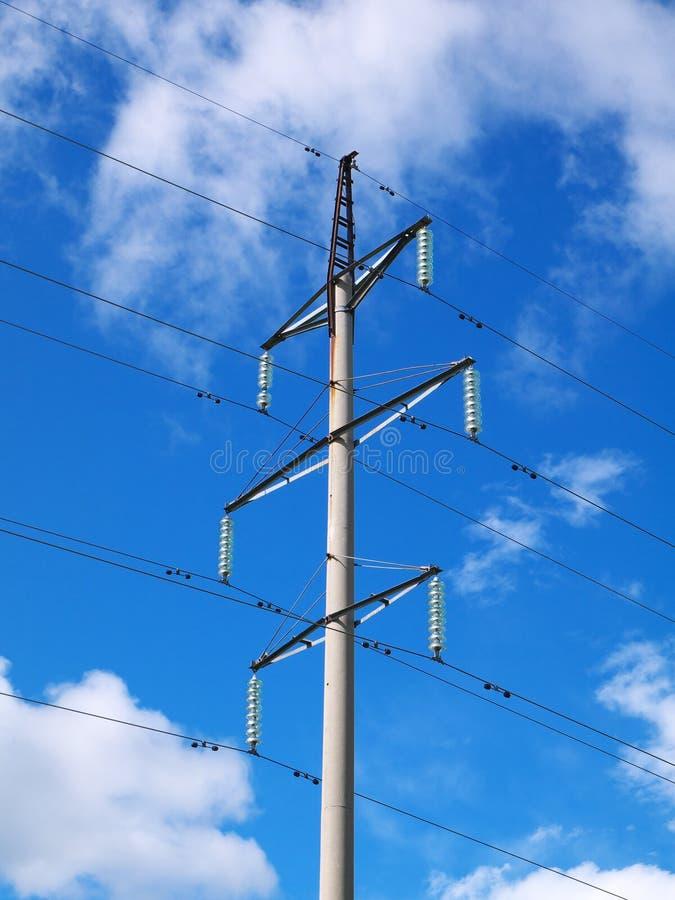 Torre de poder de alto voltaje concreta imagen de archivo libre de regalías