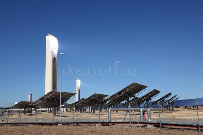 Torre de potência solar imagens de stock