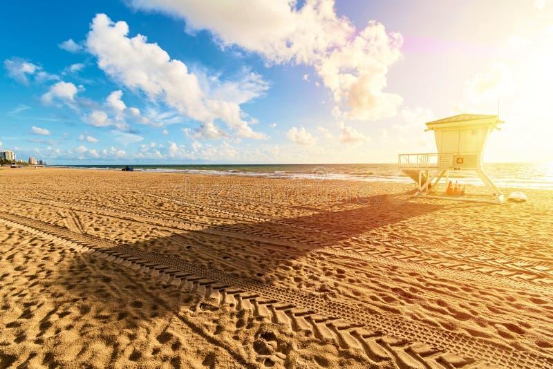 Torre de protetor da vida em Miami Beach no nascer do sol, Florida, Estados Unidos da América fotos de stock