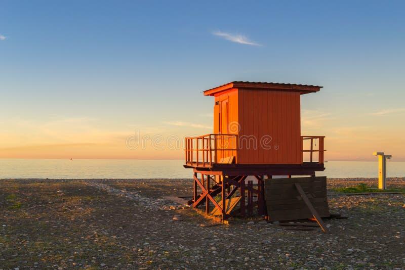 Torre de protetor da vida no por do sol fotos de stock