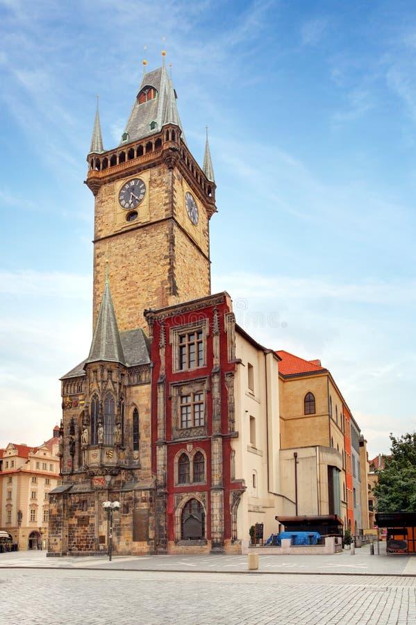Torre de pulso de disparo - câmara municipal em Praga, república checa imagens de stock