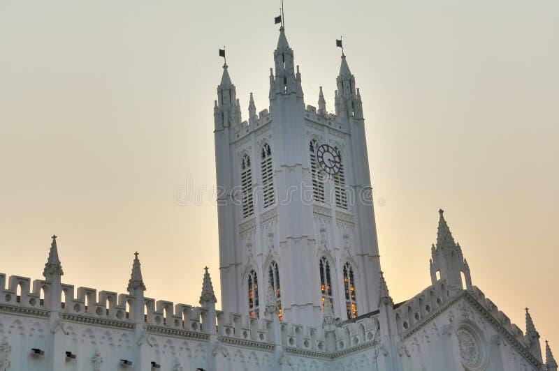 Torre de pulso de disparo da catedral do St. Paul em Calcutá foto de stock royalty free