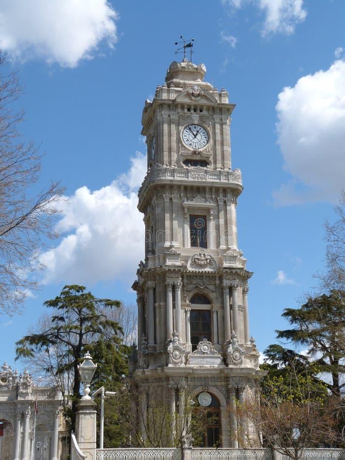 Torre de pulso de disparo do palácio de Istambul Dolmabahce fotos de stock