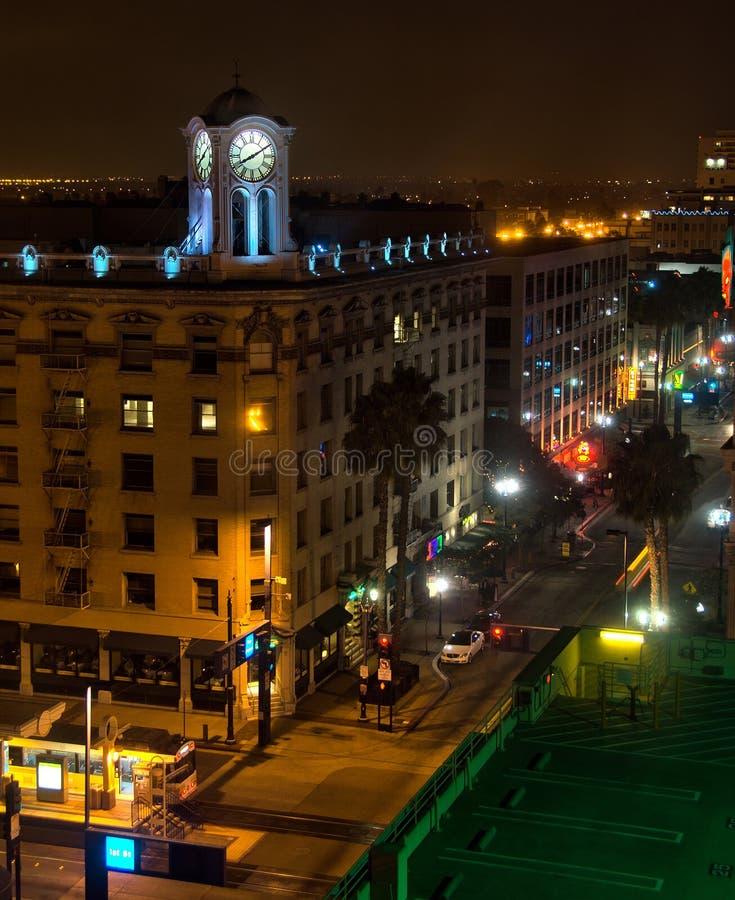 Torre de pulso de disparo velha e ruas do centro da cidade fotografia de stock