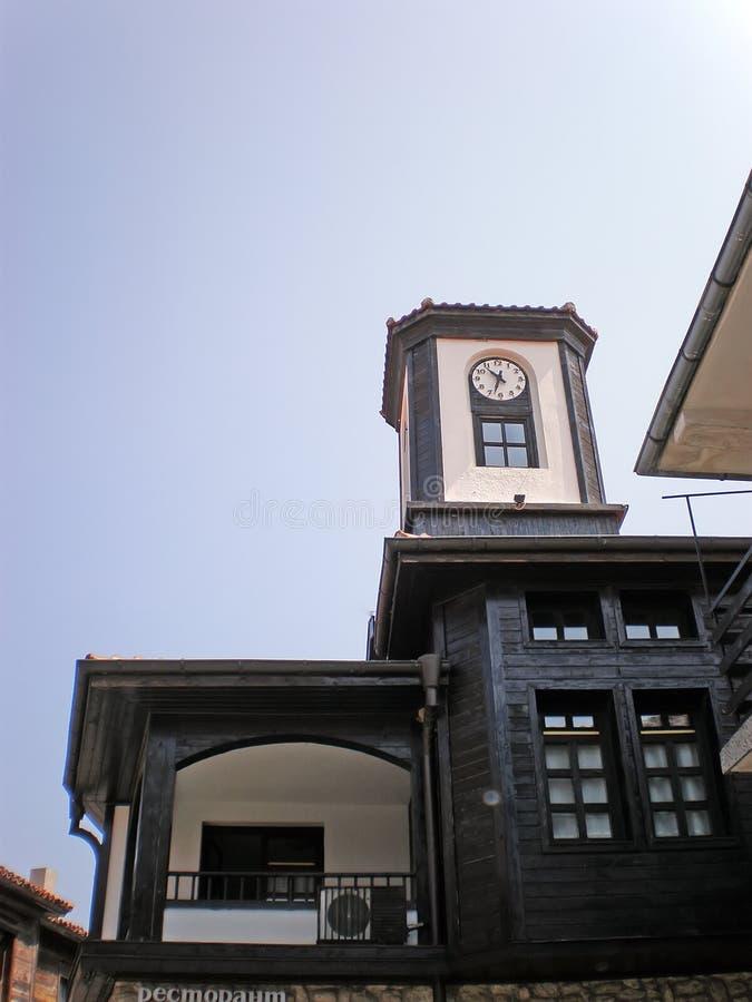 Torre de pulso de disparo velha na cidade antiga imagens de stock royalty free