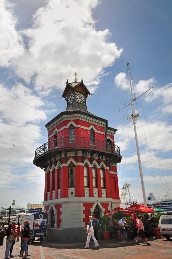 Torre de pulso de disparo vermelha em Cape Town, África do Sul imagens de stock