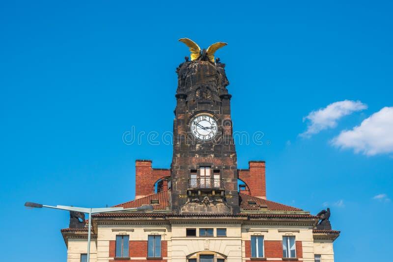 Torre de pulso de disparo, construção da estação de trem central em Praga imagem de stock royalty free