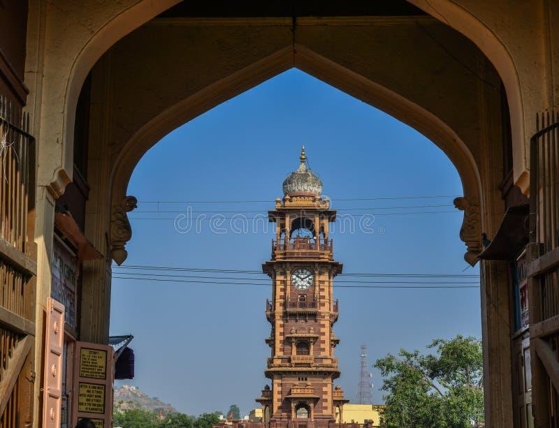 Torre de pulso de disparo de Ghanta Ghar em Jodhpur, Índia imagens de stock