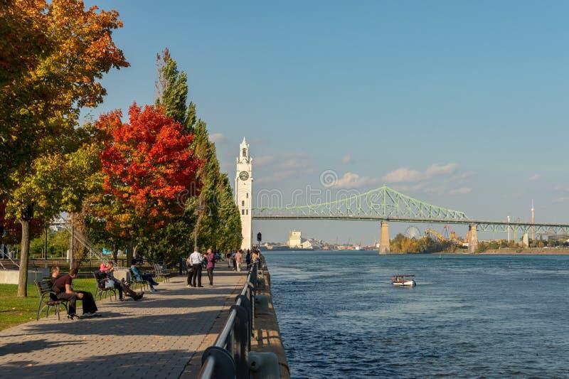 Torre de pulso de disparo de Montreal e ponte de Jacques Cartier fotografia de stock