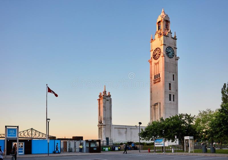 Torre de pulso de disparo Quai de Montreal de l ?Horloge situado na entrada do porto velho em Montreal, Canad? imagens de stock royalty free